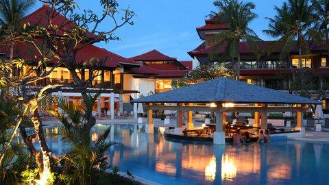Holiday Inn Resort Baruna Bali - Pool Bar -  Holiday Inn Resort  Baruna Bali
