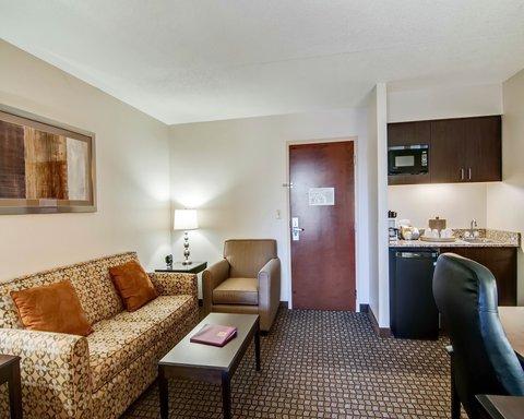 Comfort Suites University - VADOUBLESUITE