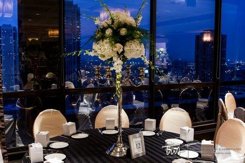 Holiday Inn Chicago Mart Plaza Hotel - Wolf Point Ballroom Wedding Reception