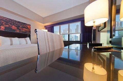 Holiday Inn Chicago Mart Plaza Hotel - Premium Skyline View