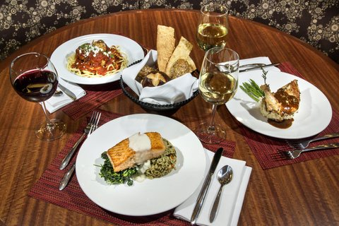 Holiday Inn Chicago Mart Plaza Hotel - Merchants Cafe - Elevated Entrees