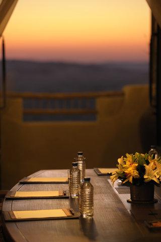 أنتارا قصر السراب منتجع الصحراء - Boardroom At Sunset