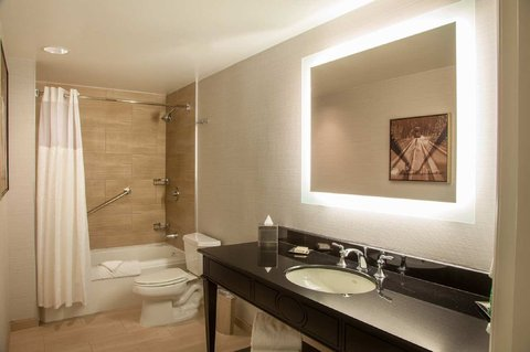 Hilton New Orleans St Charles Avenue - Bathroom