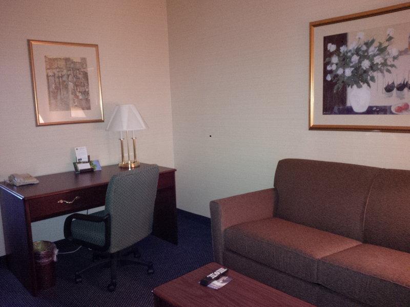 Maron Hotel And Suites Danbury Ct