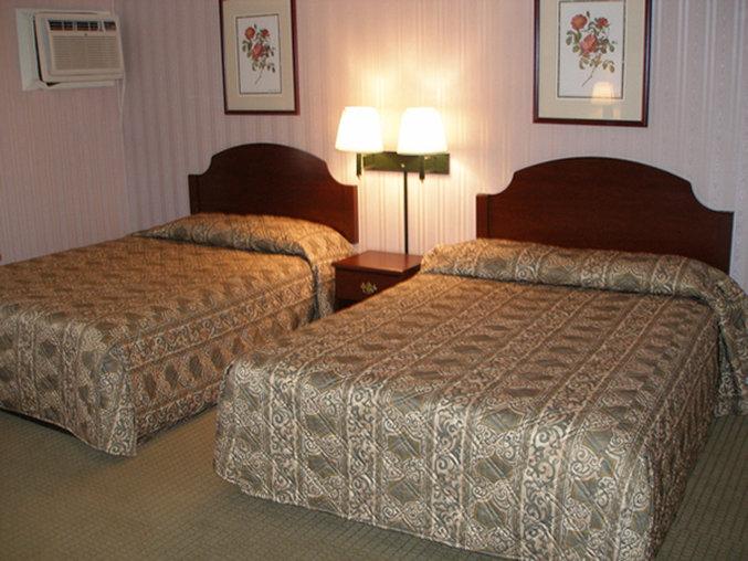 Bel Air Motel 387 Riverdale St · Red Carpet Inn