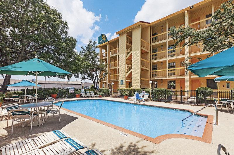 Hawthorn Suites San Antonio Ne In Live Oak Tx 78233 Citysearch