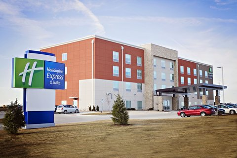 Holiday Inn Express Suites Rantoul Tourist Cl Il Hotels Gds Reservation Codes Travel Weekly