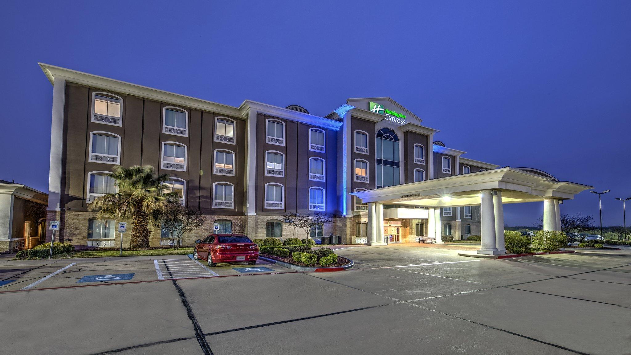 Holiday Inn Express Corsicana I-45