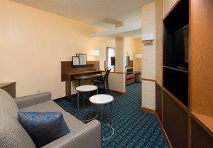 Room - Fairfield Inn & Suites by Marriott Airport Newark