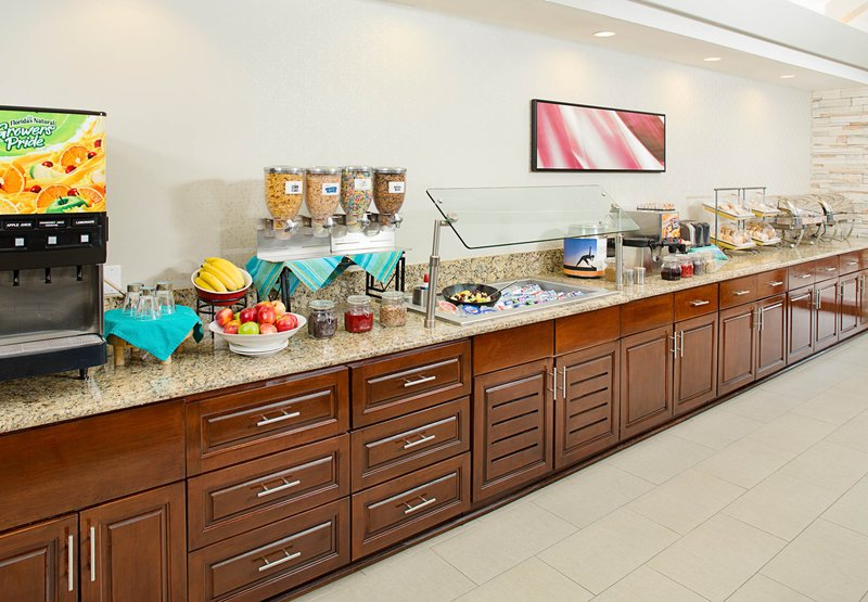 Quality suites north galleria in addison tx 75001 for Addison salon suites