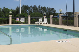 Pool - Quality Inn Walterboro