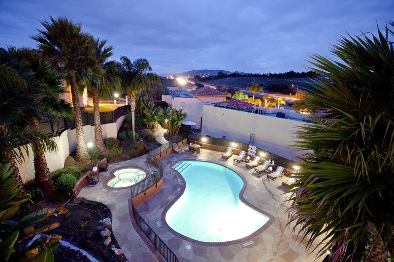 HOLIDAY INN EXP GROVER BEACH