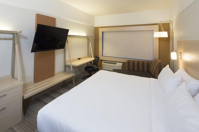 Holiday Inn Express & Suites Detroit - Utica in Utica, MI, photo #26