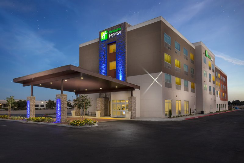 HOLIDAY INN EXP VISALIA