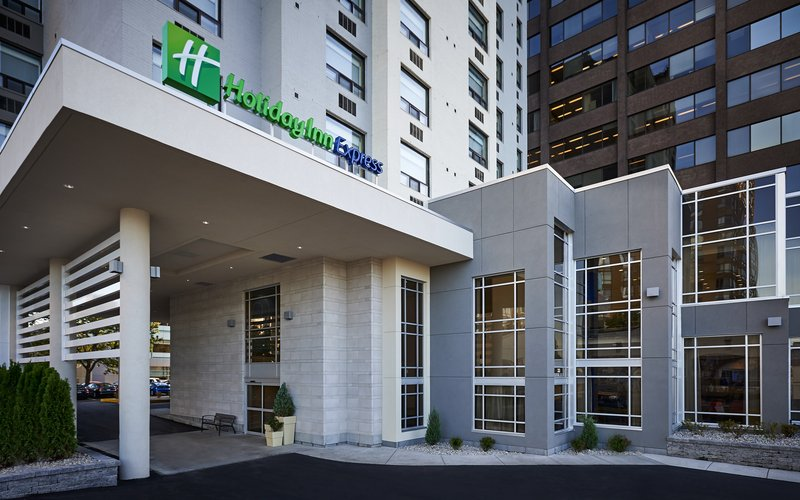 HOLIDAY INN EXP WINDSOR WATERFR