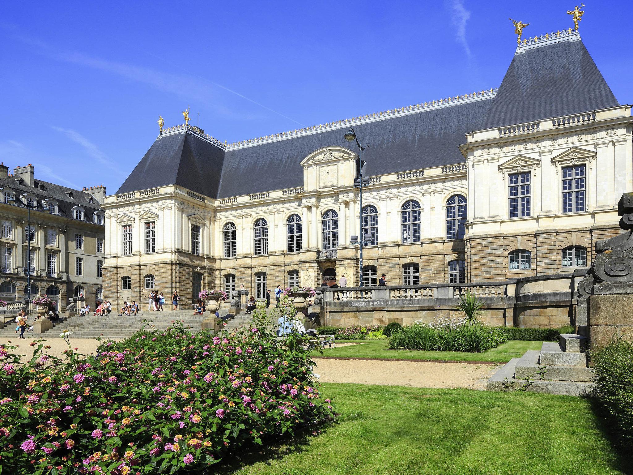 Francia par s castillos del loira breta a y normand a for Appart city rouen