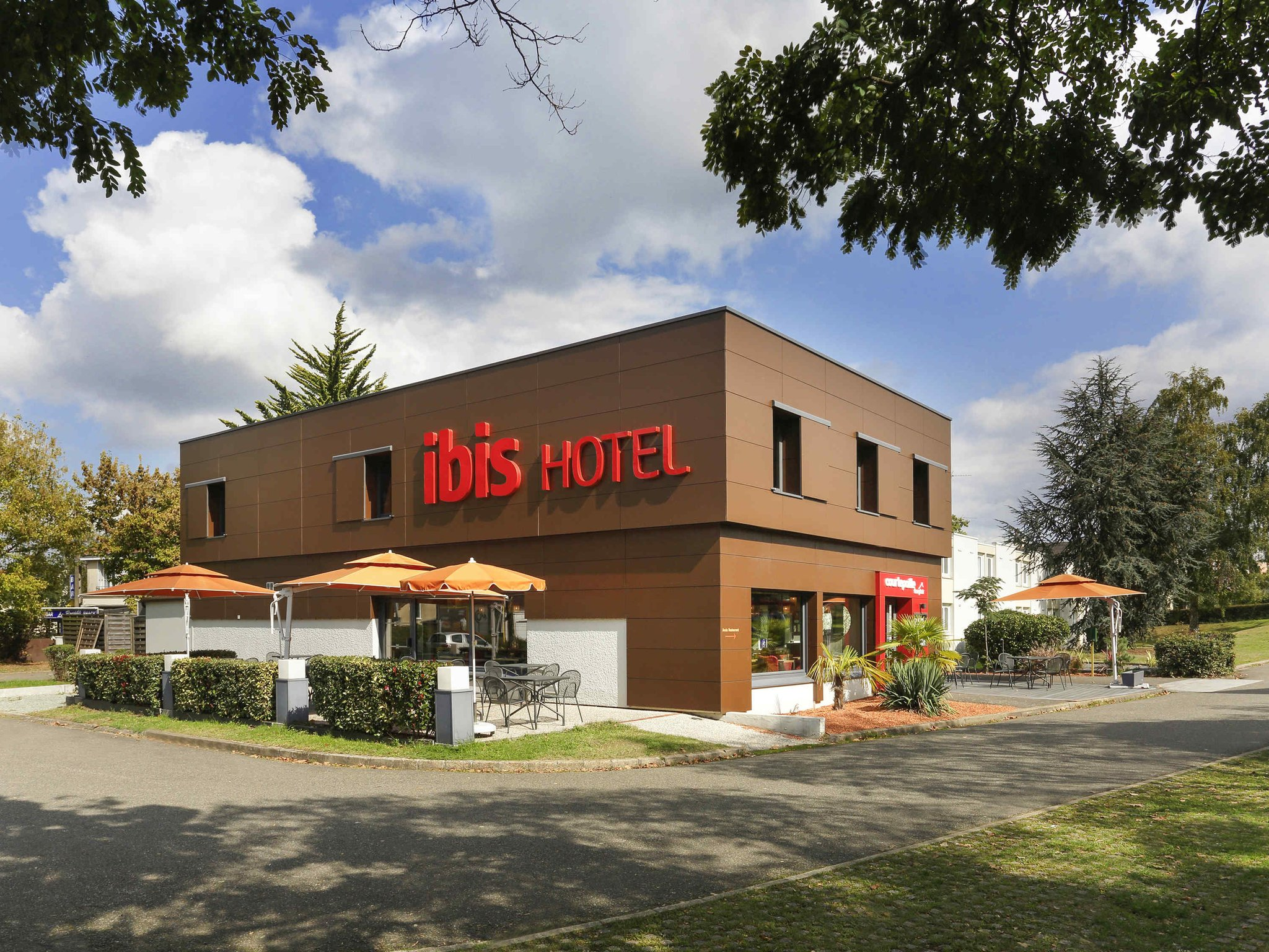 Ibis Est Hotel