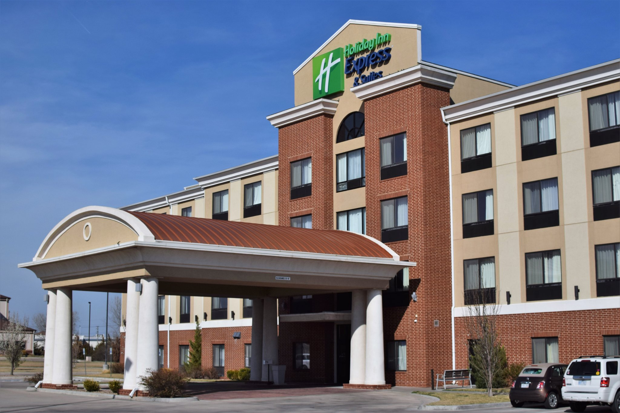 Holiday Inn Express & Suitess Pratt