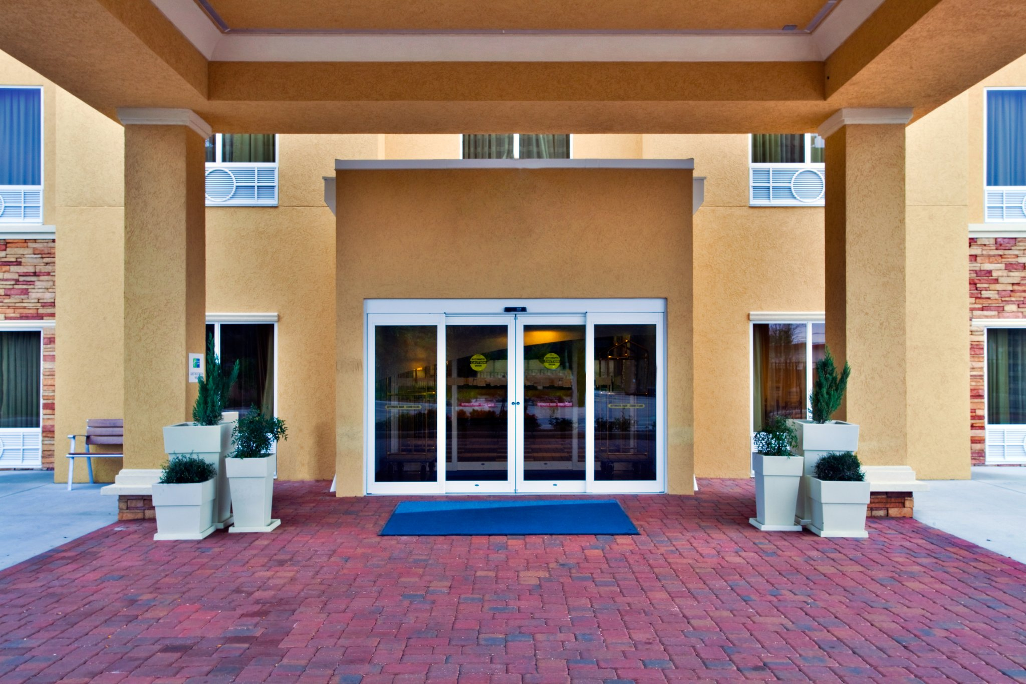 Holiday Inn Express Hotel & Suites Largo