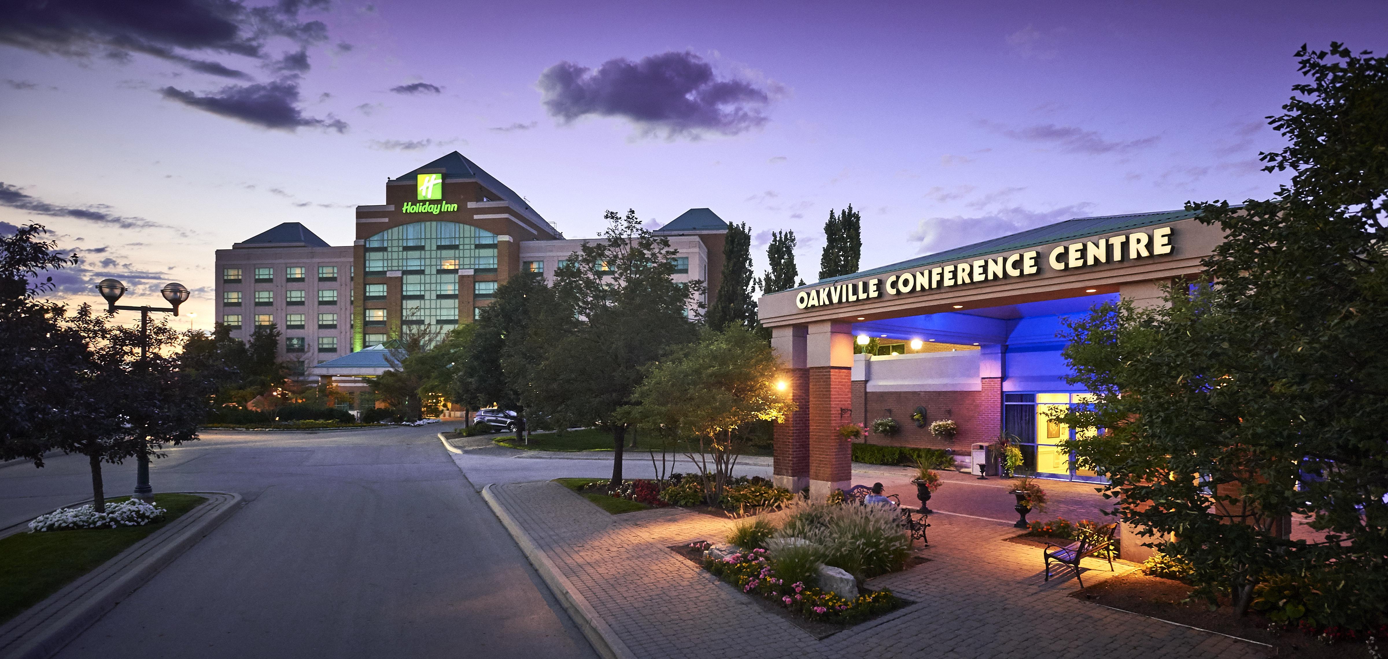 Holiday Inn & Suites Oakville @ Bronte