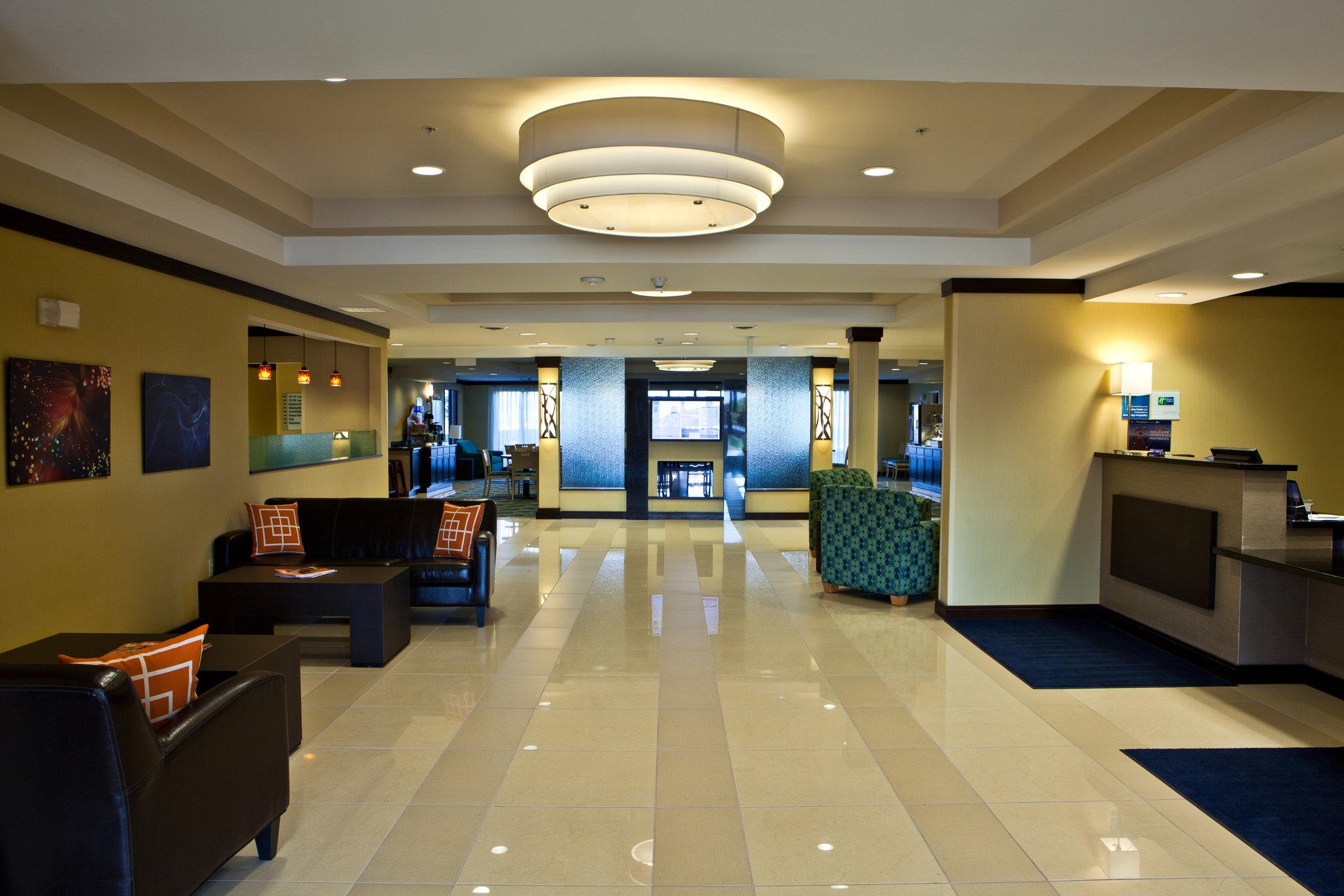 Holiday Inn Express Dimondale