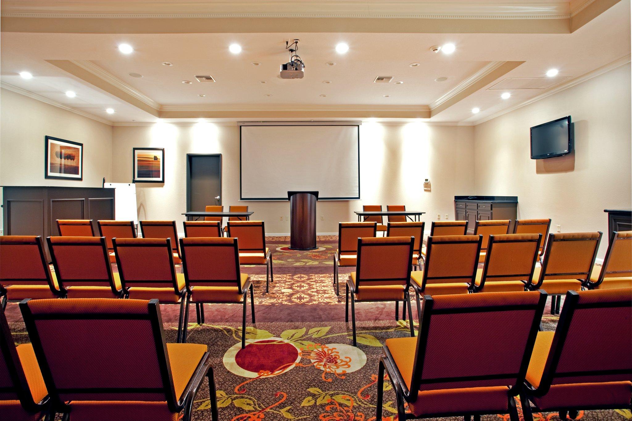Holiday Inn & Suites Lake Charles South