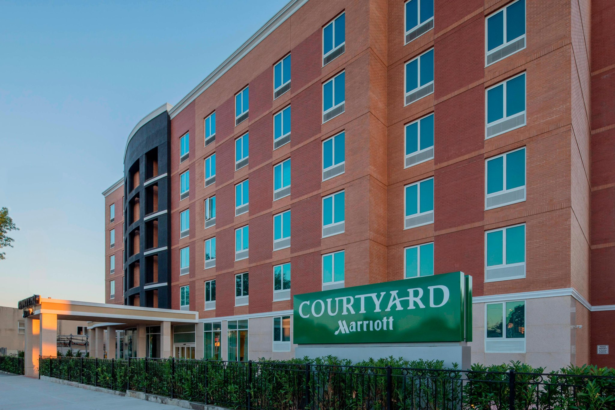 Courtyard New York Queens/Fresh Meadows