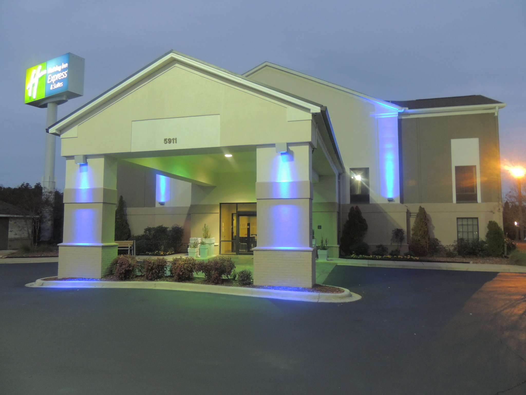 Holiday Inn Express/Suites Birmingham E