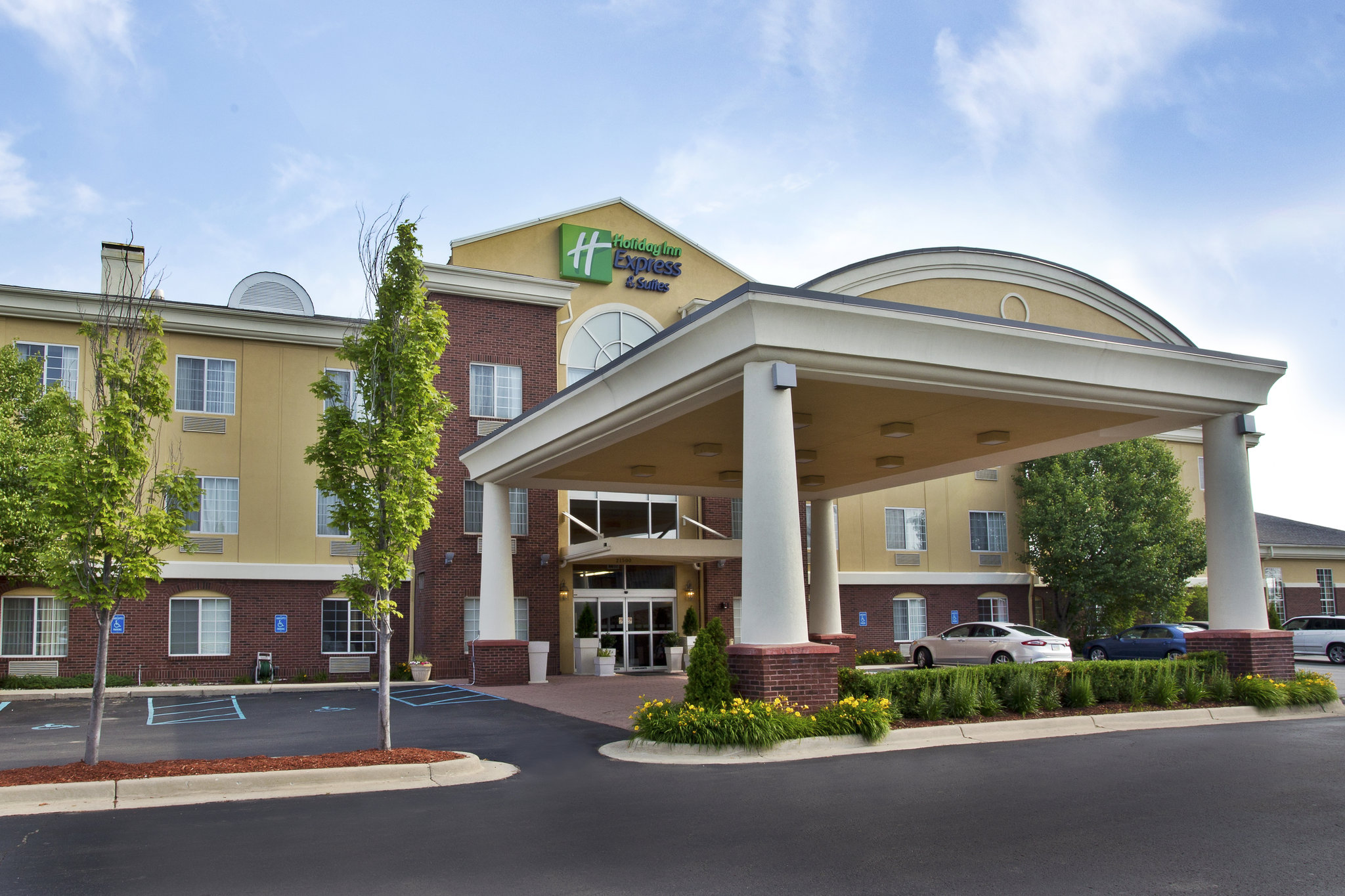 Holiday Inn Express & Suites Woodhaven