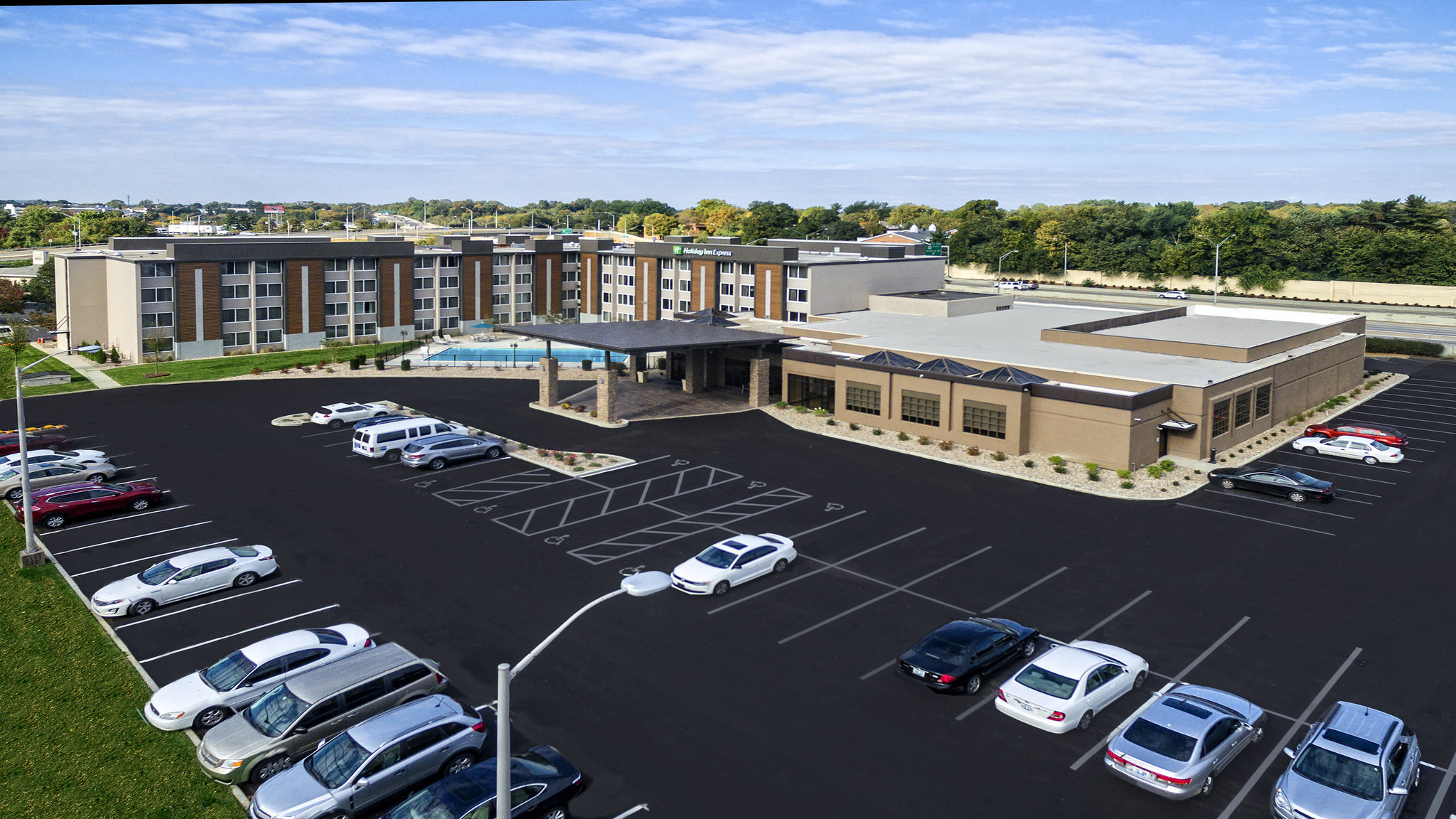 Holiday Inn Express Airport Expo Center