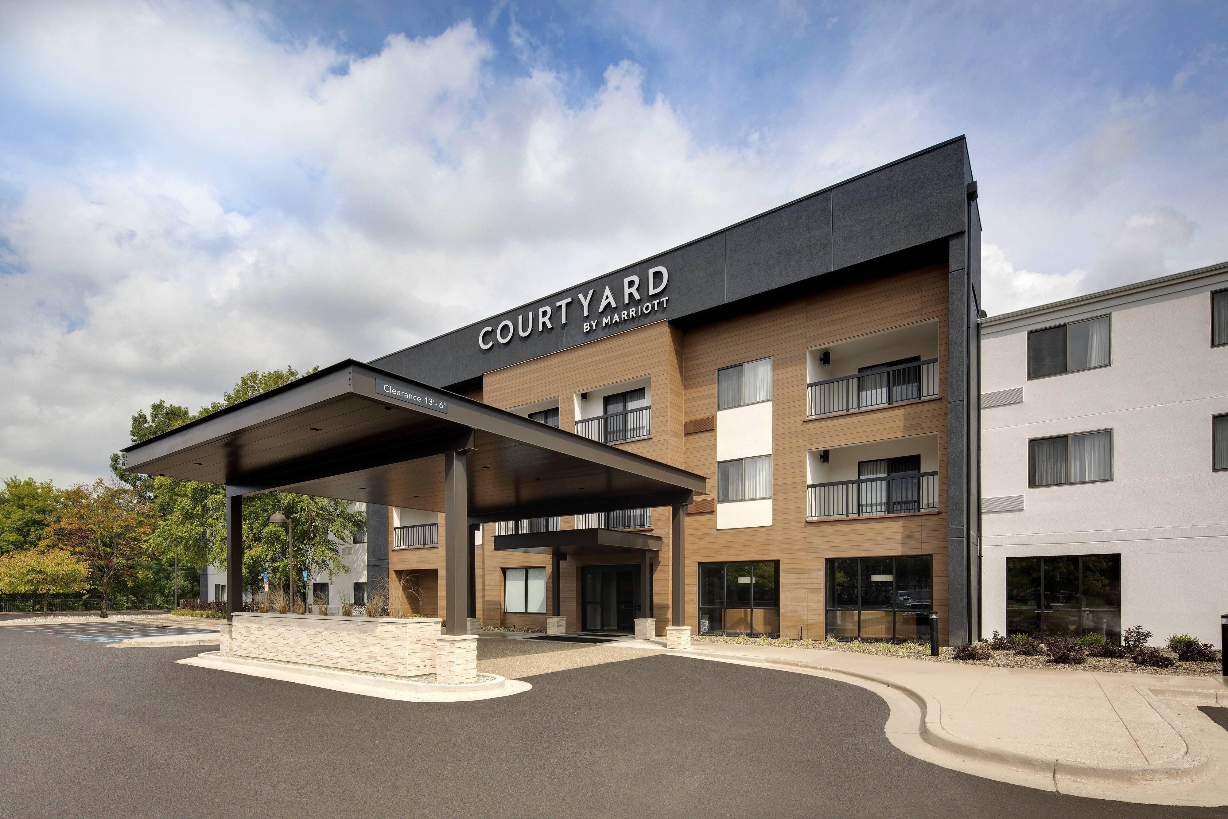 Courtyard Grand Rapids Airport