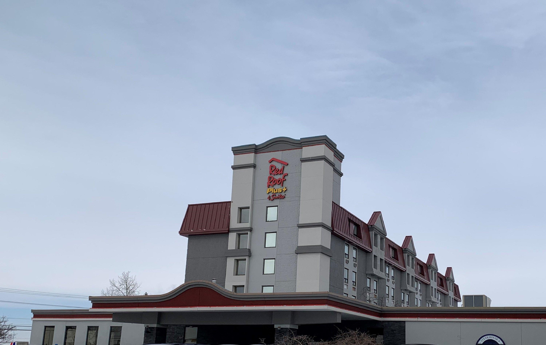 Red Roof PLUS & Suites Calgary - Airport