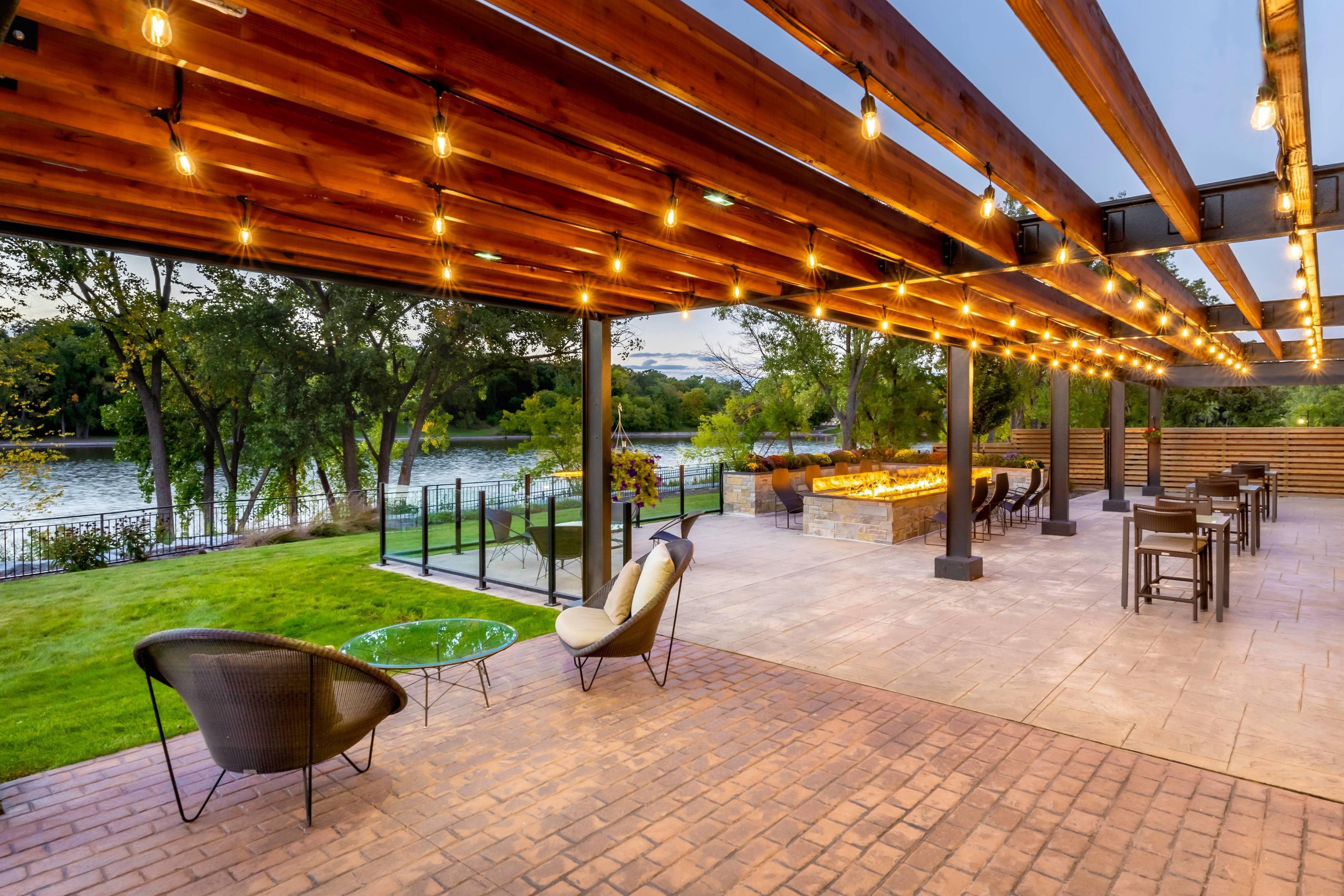 Courtyard Appleton Riverfront
