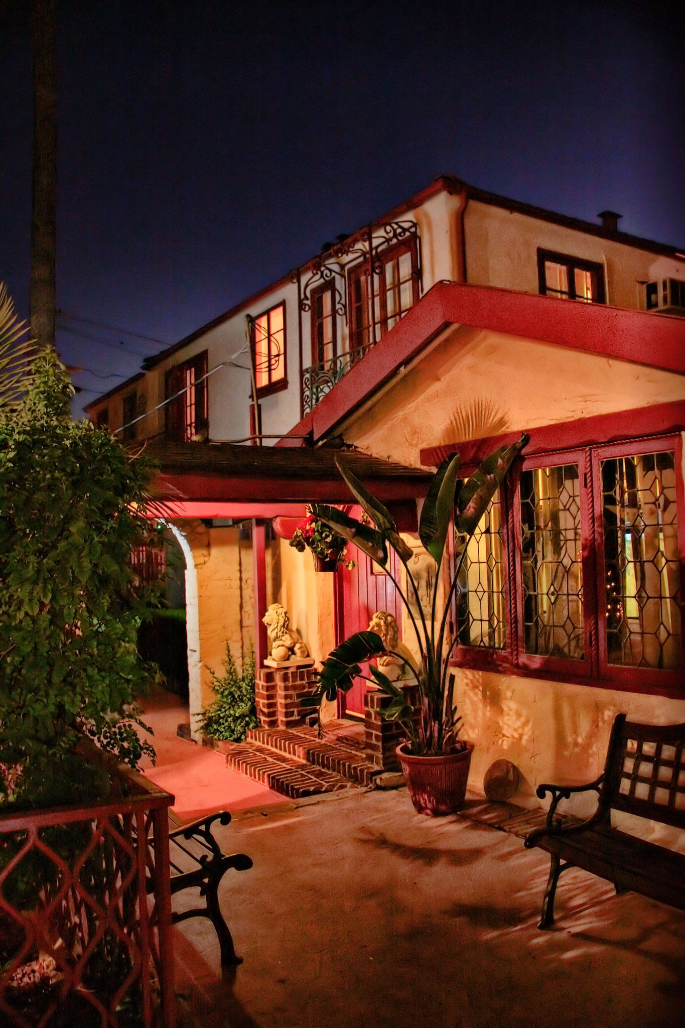 Santa Cruz Inn Riverside CA exterior