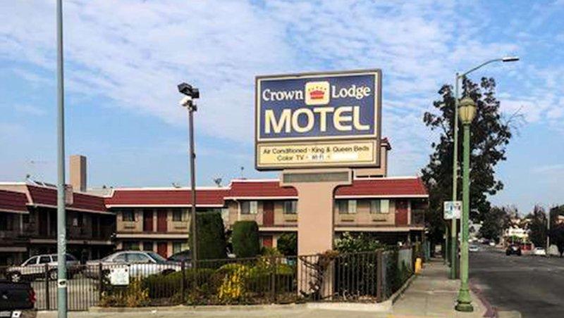 MH CrownLodgeMotel Oakland CA Property Exterior