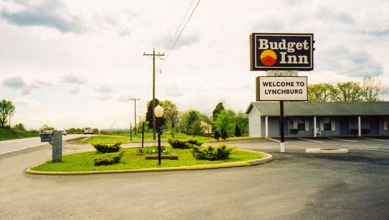 MH BudgetInnLynchburgBedford Lynchburg VA Property Exterior