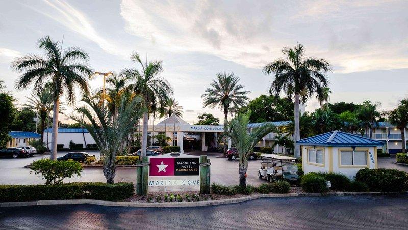MH MarinaCove StPetersburg FL Property Exterior