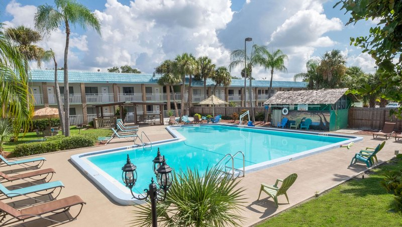 MH ClearwaterCentral Clearwater FL Property OutdoorPool