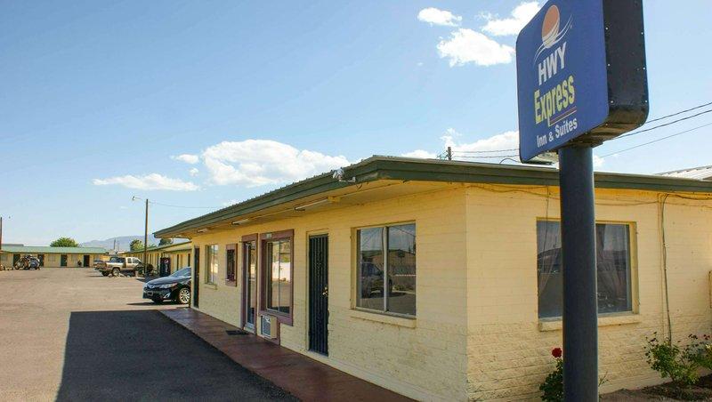 MH HwyExpresSInn Suites Thatcher AZ Property Exterior