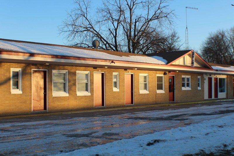 7-Hi Budget Motel Exterior