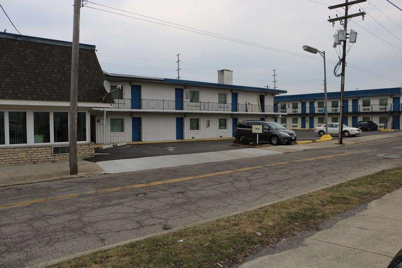 Inn Town Motel Columbus Exterior